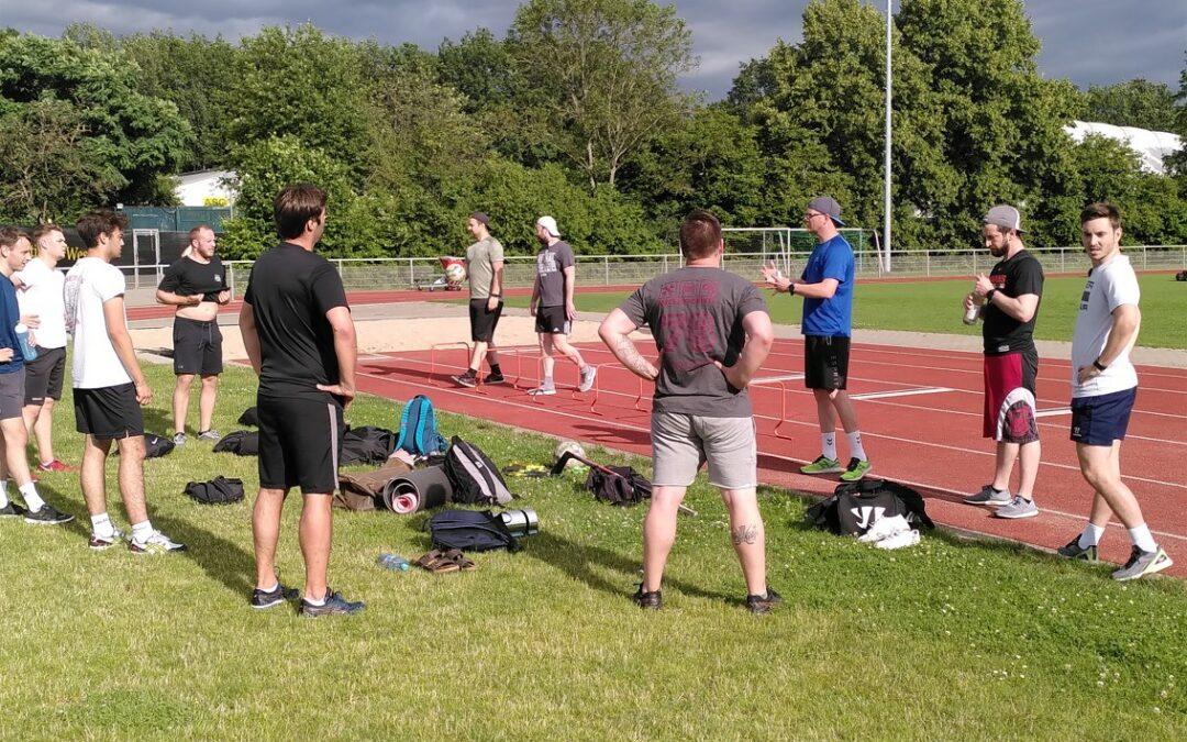 Fitness-Coach Sebastian Kiesel bittet zum Sommertraining